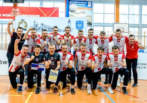 Krakowski rollercoster ze szczęśliwym zakończeniem naszych juniorów.
