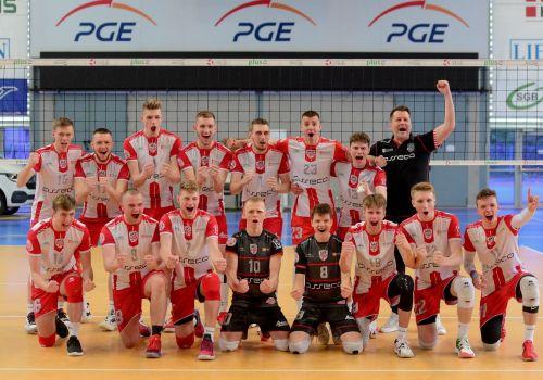 Komplet zwycięstw w świetnym stylu i awans do TOP8 w Polsce naszych Juniorów.